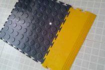 铜钱纹锁扣PVC地板图片